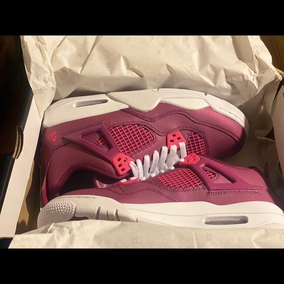 Air Jordan 4 Retro Valentines Day 29 Gs